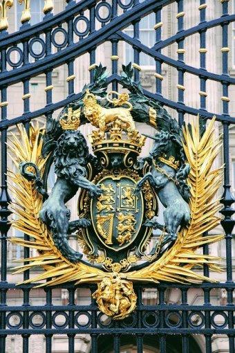 ◆バッキンガム宮殿の門扉の紋章