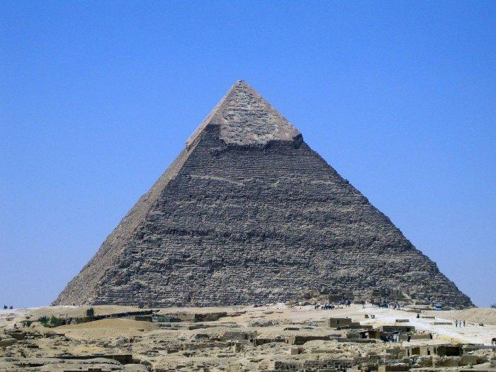 〔現存する唯一の七不思議であるエジプトのピラミッド〕